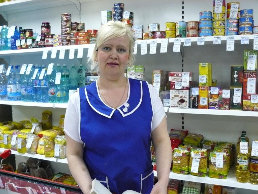 продавец в молочный отдел для зрителей