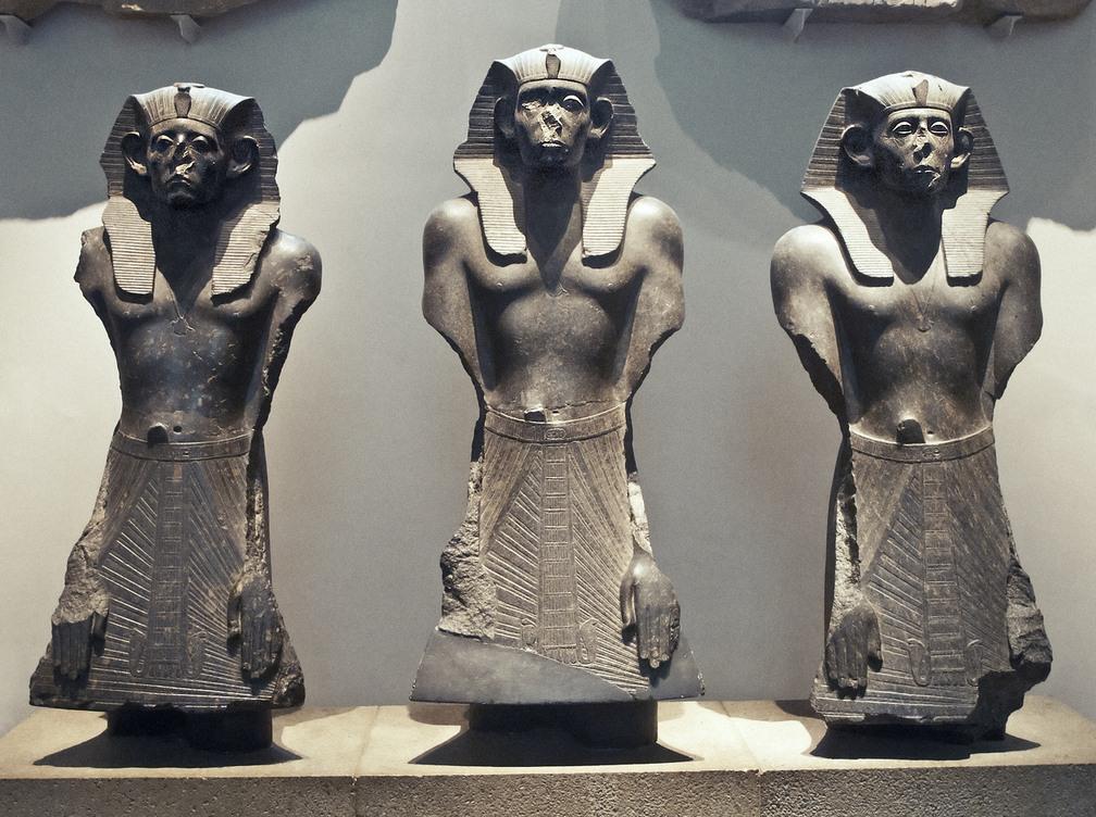 Безносые египетские статуи - 1
