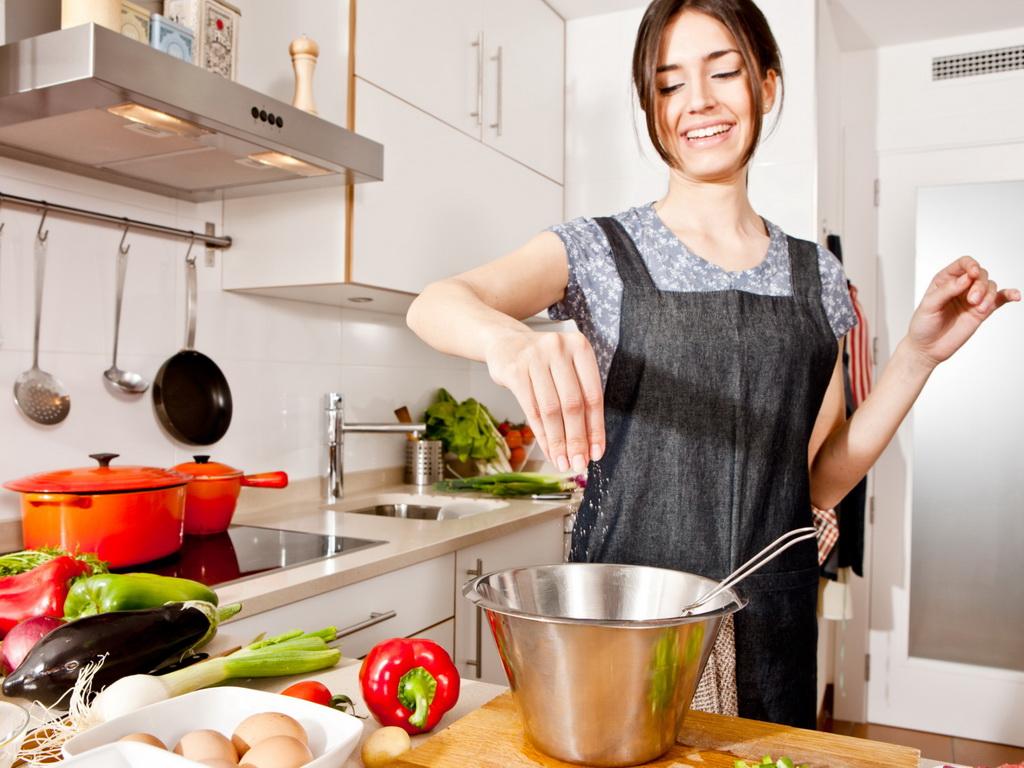 Картинки домохозяйка у плиты