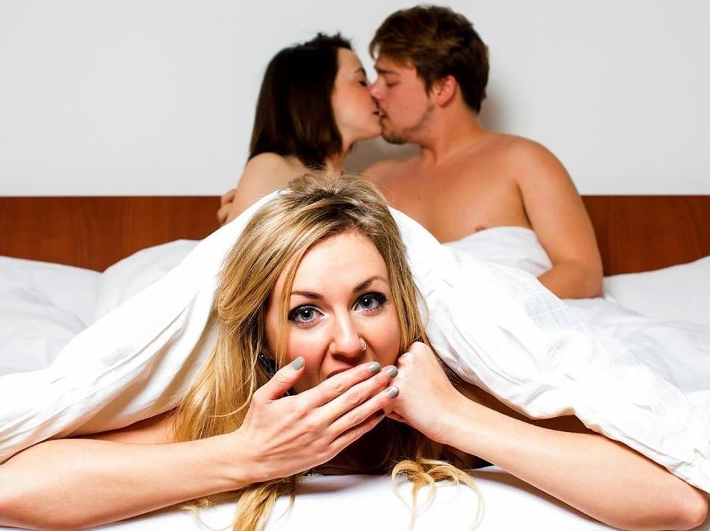 Муж смотрит секс жены — pic 7