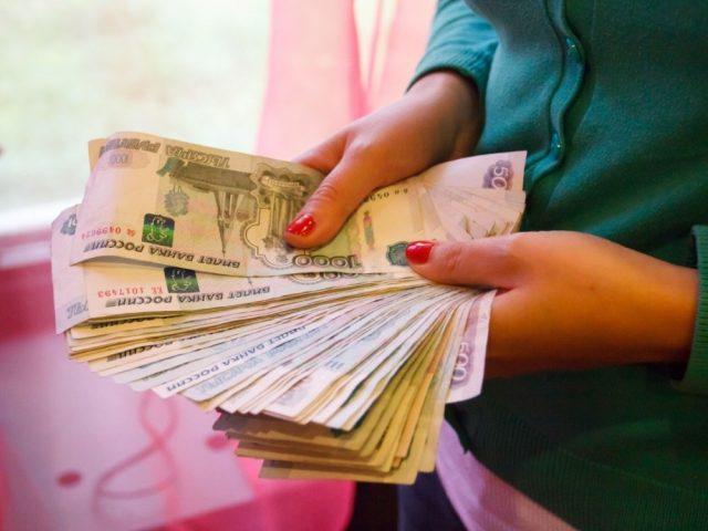 Давать деньги в долг вечером