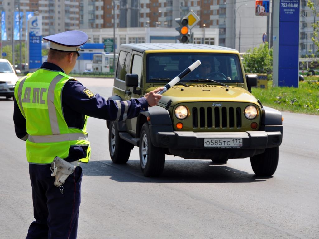 Когда водитель должен покинуть автомобиль по просьбе сотрудника ДПС